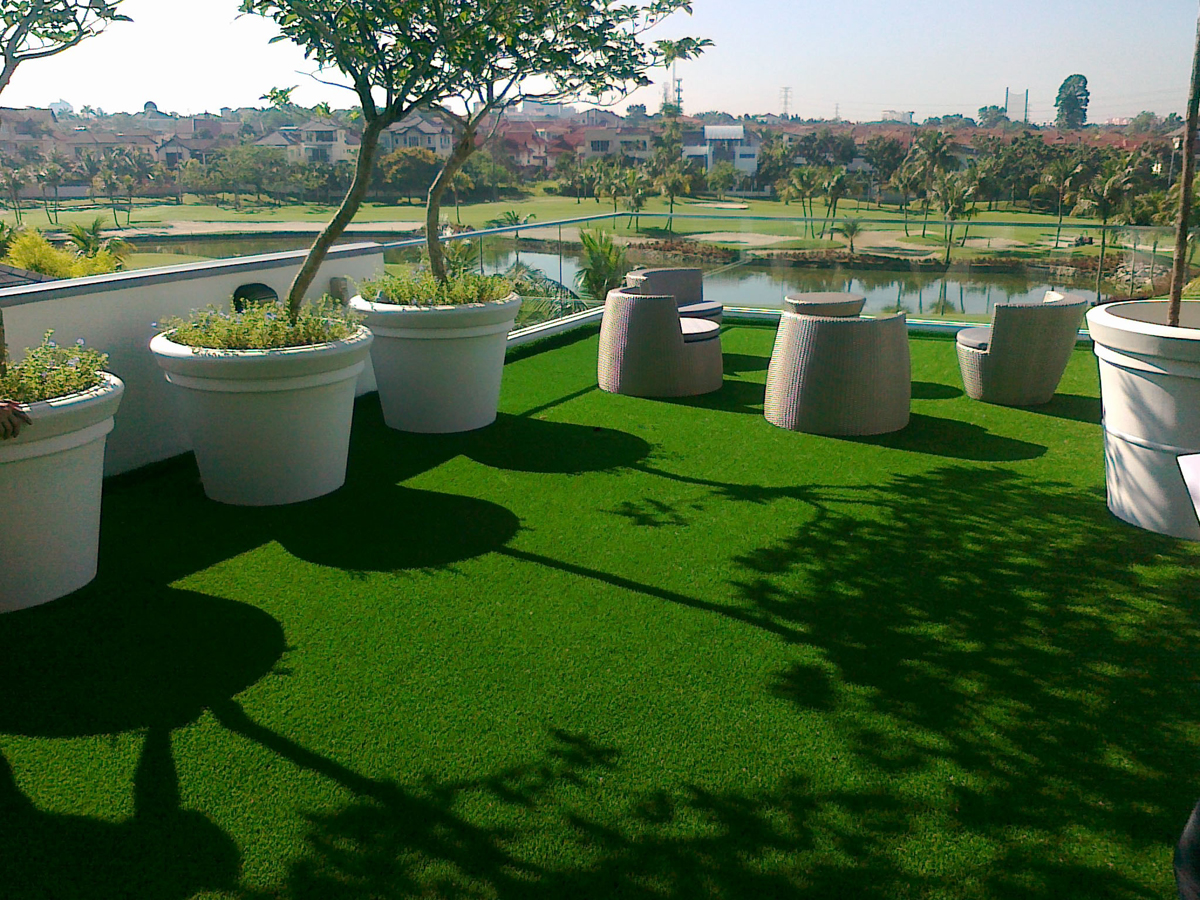 Artificial grass for green roof