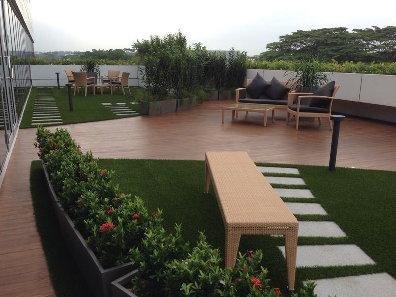 Artificial grass for green roof advantages of synthetic - Terraza con cesped artificial ...