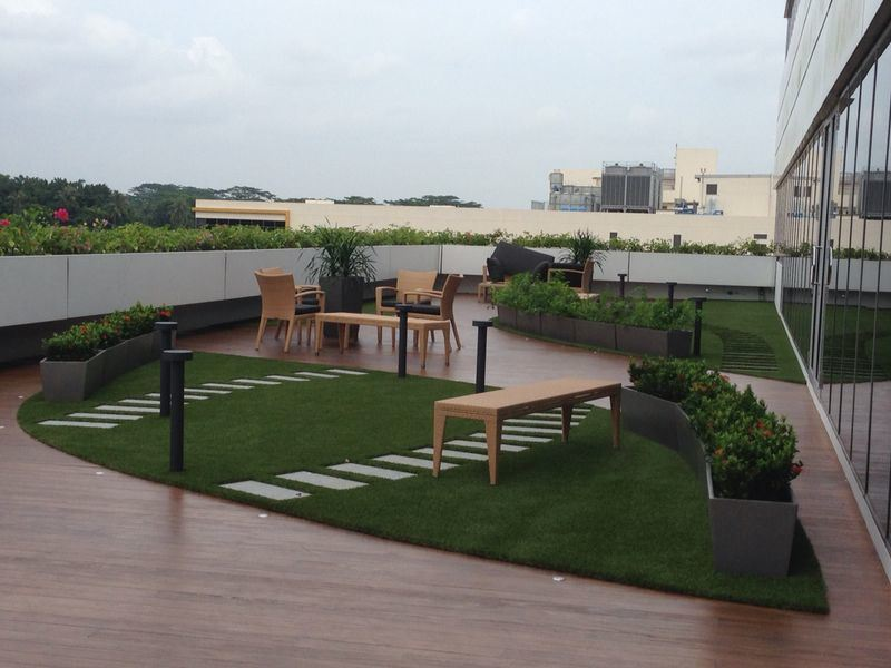 Artificial grass for green roof advantages of synthetic for Terrace on the green